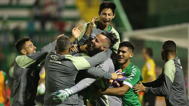 Chapecoense vence Atlético-MG e vai às quartas da Copa do Brasil
