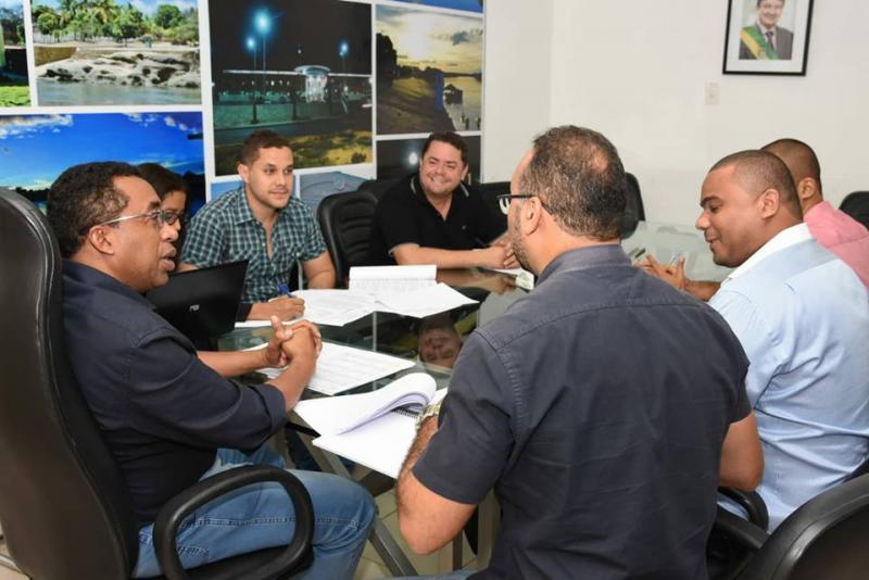 Prefeito Joel Rodrigues reúne equipe para definir nova convocação do seletivo