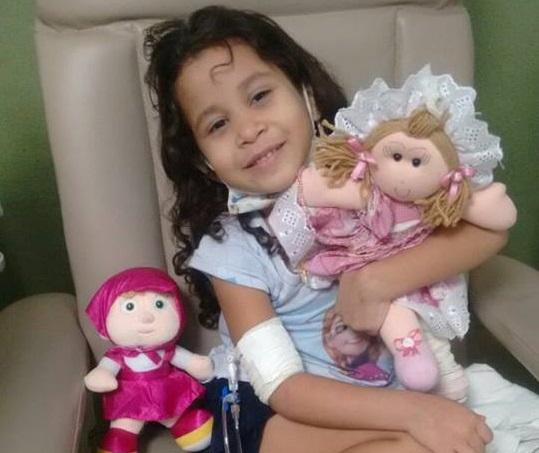 Criança de 4 anos com leucemia precisa urgentemente de sangue