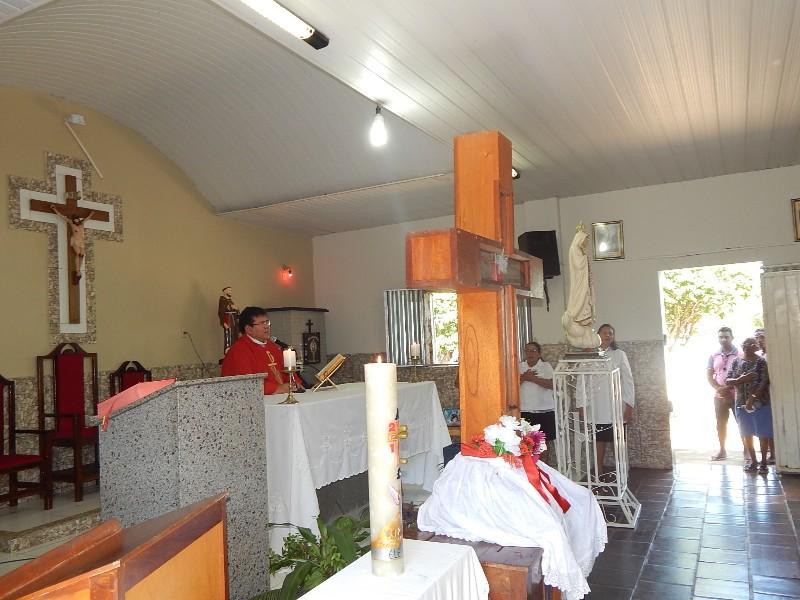 População de Agricolândia lota a igreja na missa de despedida da Santa Cruz dos Milagres