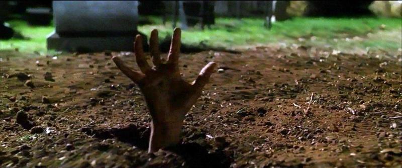 Jovem sai da própria cova após ser baleado na cabeça e enterrado vivo