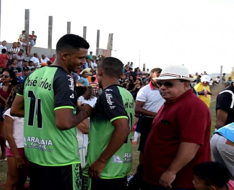 Prefeito Carlos Braga prestigia grande final de futebol de campo entre Boa Esperança e Independente