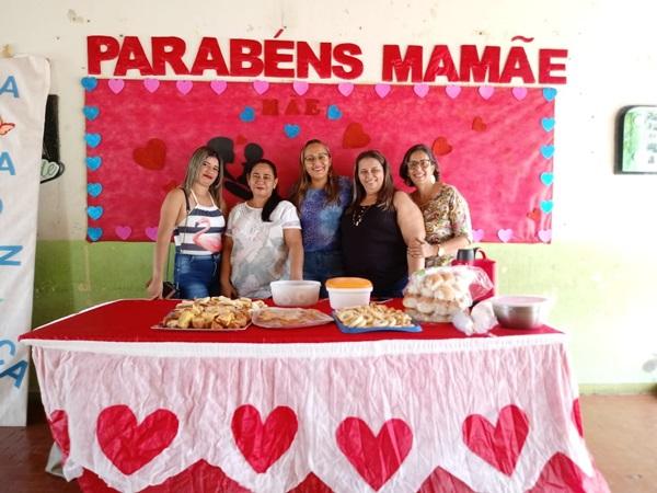Escola Alexandrino Mousinho realiza plantão pedagógico com homenagens para Mães