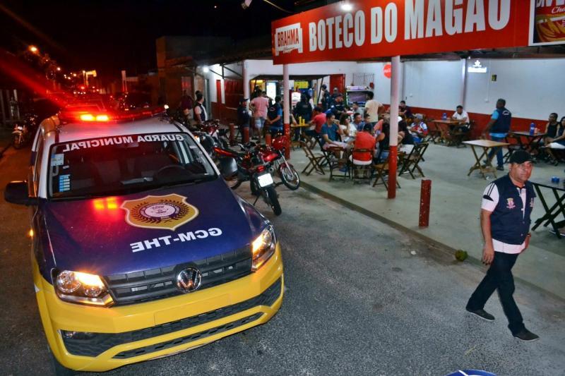 Polícia faz operação em bares de Teresina e prende criminoso