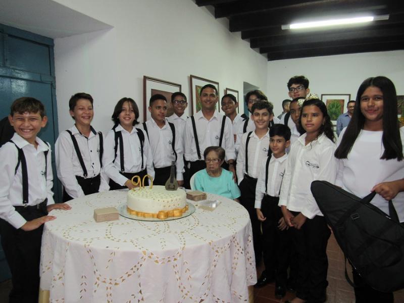 Concerto comemora os 90 anos de fundadora do grupo Bandolins de Oeiras