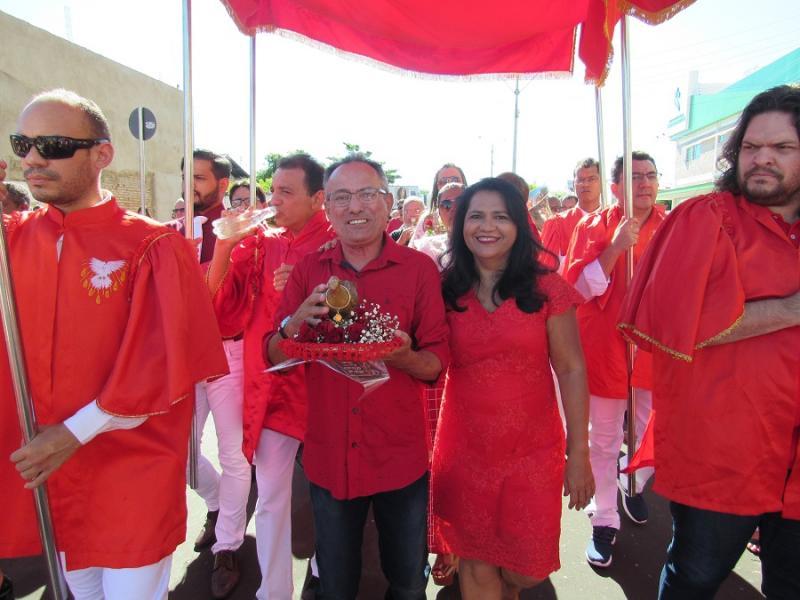 De vermelho e branco, Oeiras celebra a Festa do Divino Espírito Santo
