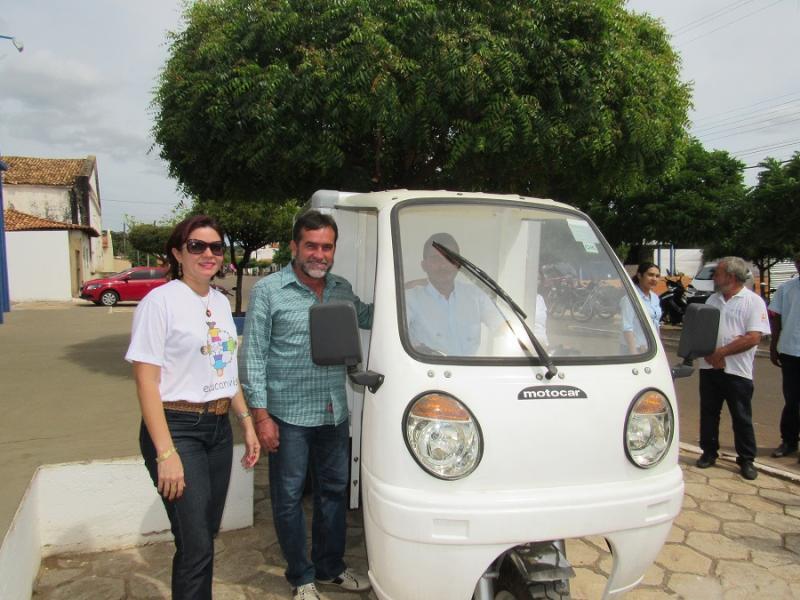 Oeiras adquire veículo para coleta de resíduos na rede de assistência à saúde