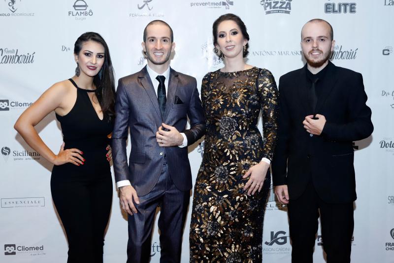 Festa de 8 anos da Revista Camboriú em noite de gala
