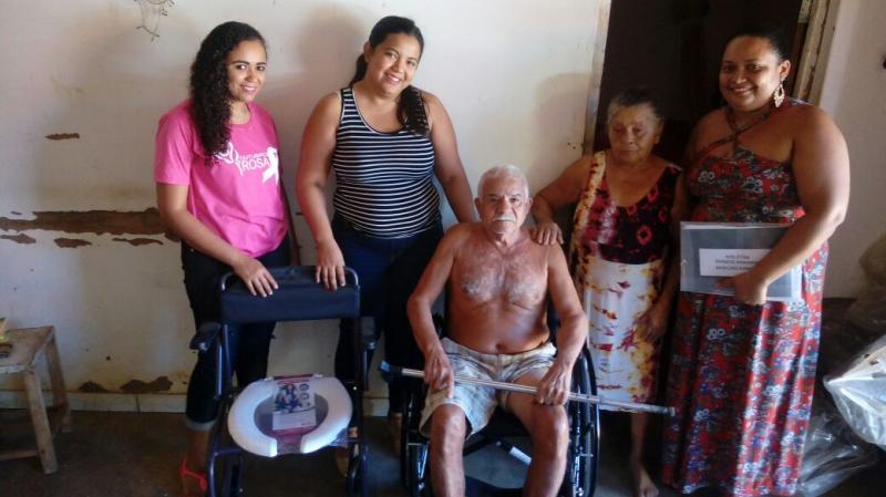 Secretaria de saúde de Landri Sales faz entrega de cadeiras de rodas e de banho para usuários do SUS