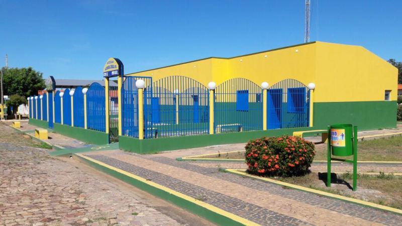 Prefeitura municipal de Lagoinha do piauí realiza aquisição e instalação de lixeiras no município