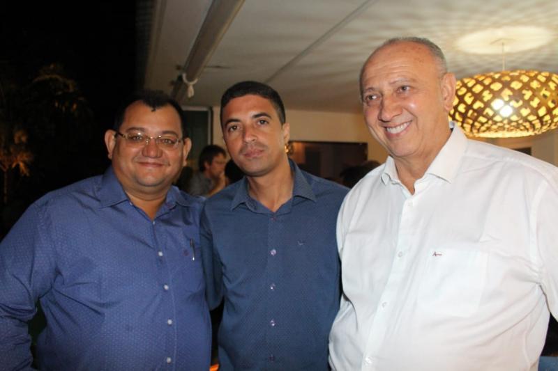 Prefeito Dióstenes marca presença em jantar na casa de Ciro Nogueira