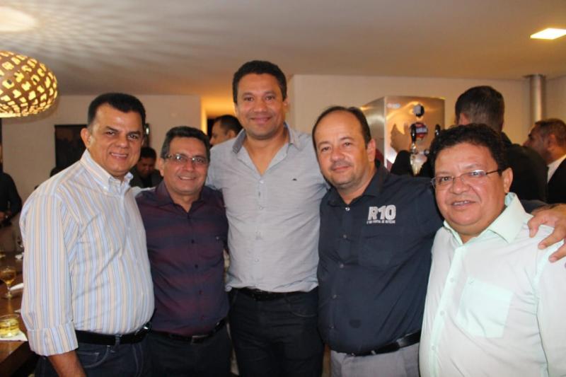 Prefeito Genival Bezerra participa de jantar na casa de Ciro Nogueira em Brasília
