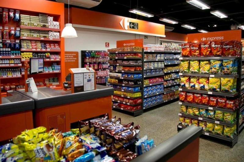 Supermercado limita compras de produtos para prevenir desabastecimento
