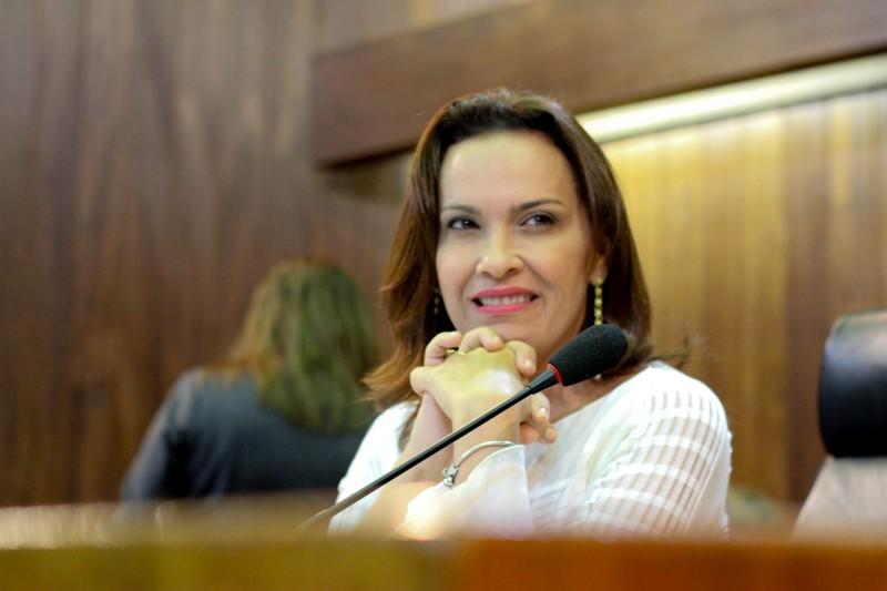 Deputada Juliana Falcão é diagnosticada com suspeita de H1N1