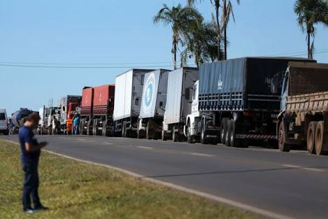 Governo e caminhoneiros fecham acordo para suspender greve por 15 dias