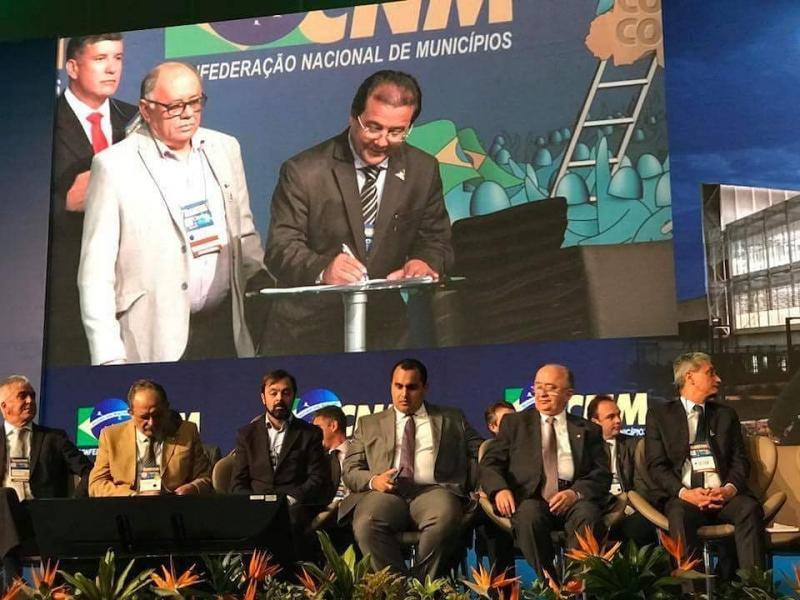 Prefeito Jonas Moura toma posse como conselheiro fiscal da CNM