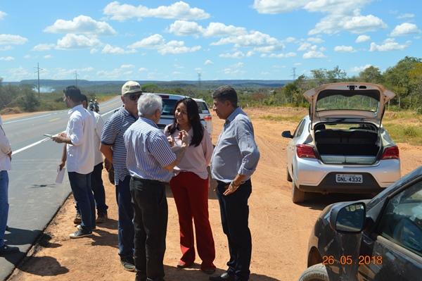 Senador Elmano Ferrer e diretor do DNIT José Ribamar visitam obra de alargamento da BR 135