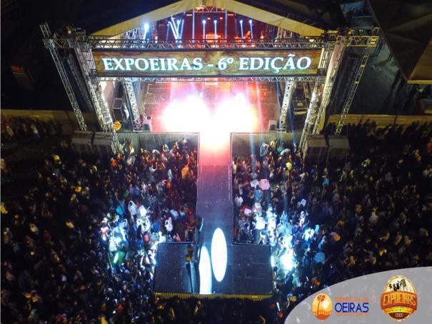 Multidão lota o primeira noite de EXPOEIRAS