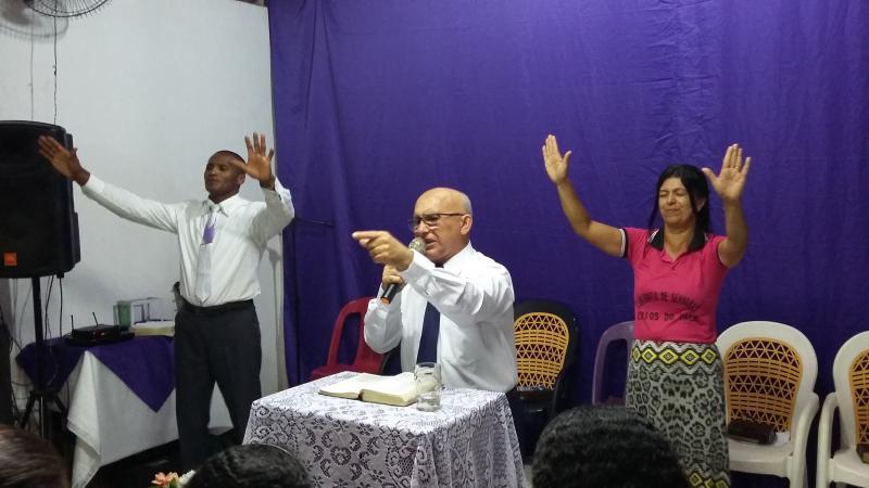 Pastor Josineide Amorim prega na Igreja Assembléia de Deus na comunidade Saco da Cachoeira