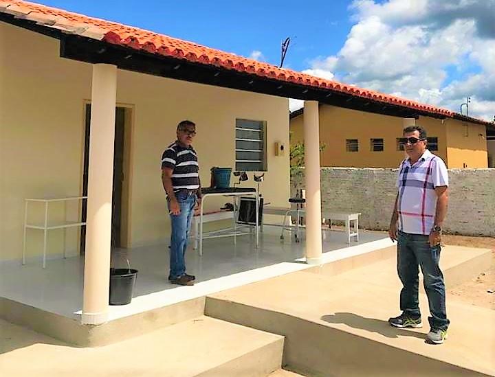 Prefeito Genival Bezerra faz visita ao posto de saúde após ser reformado e ampliado