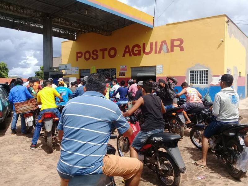 Procura por combustíveis em Luzilândia gera filas em postos