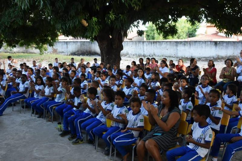 Escola Antônio Waquim promove caminhada educativa em prol da família