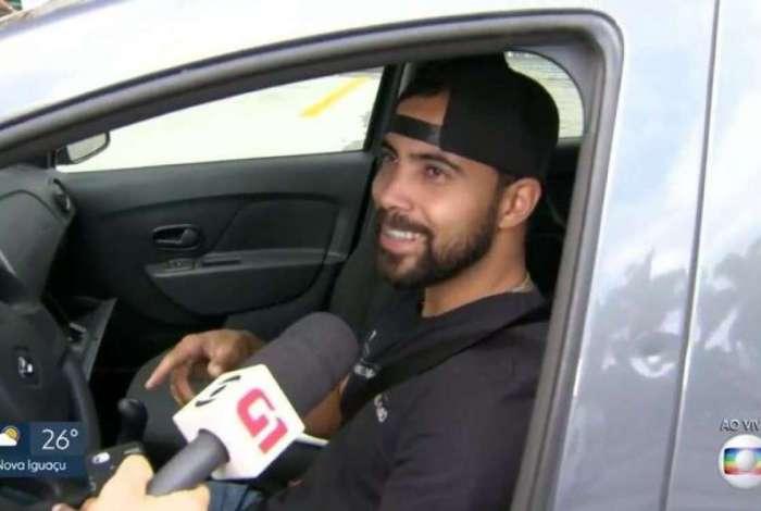 Em entrevista ao vivo na Globo, motorista comete gafe e cita Band