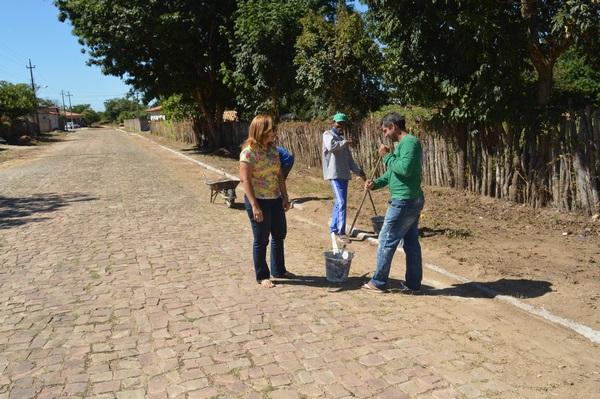 Prefeita Neidinha Lima acompanha trabalho de limpeza dos Bairros