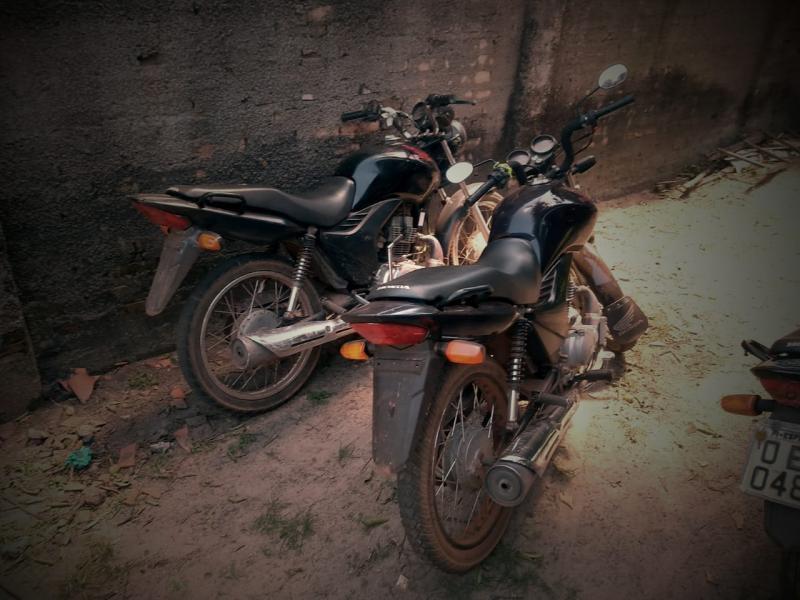 Polícia apreende motos roubadas e prende dois acusados de receptadores em São João do Arraial