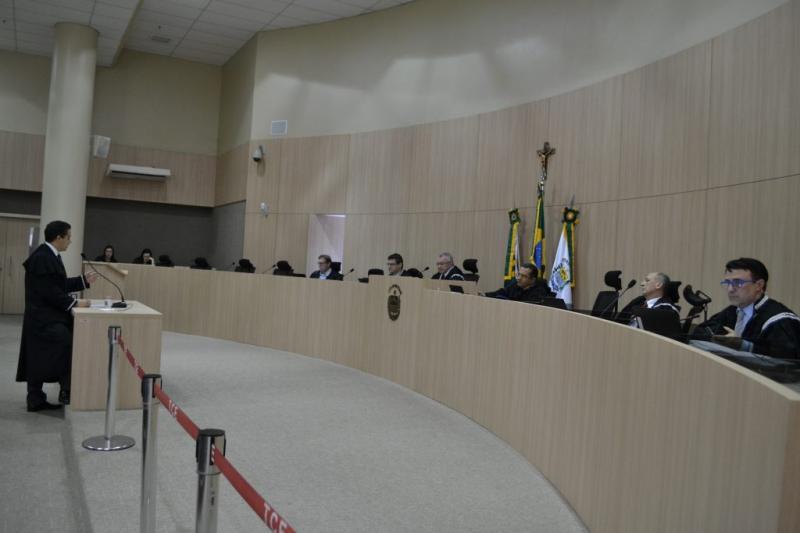 Prefeituras podem contratar sem licitação escritórios de advocacia