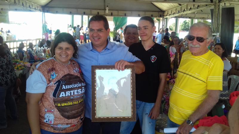 Demerval Lobão | prefeito visita stands da 'III Feira da Agricultura Familiar e Empreendedorismo'