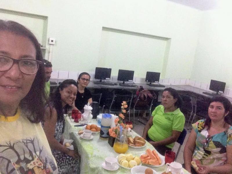 Professores do Ceep Antoniêta R. Moraes em Demerval Lobão ganham Coffe Break