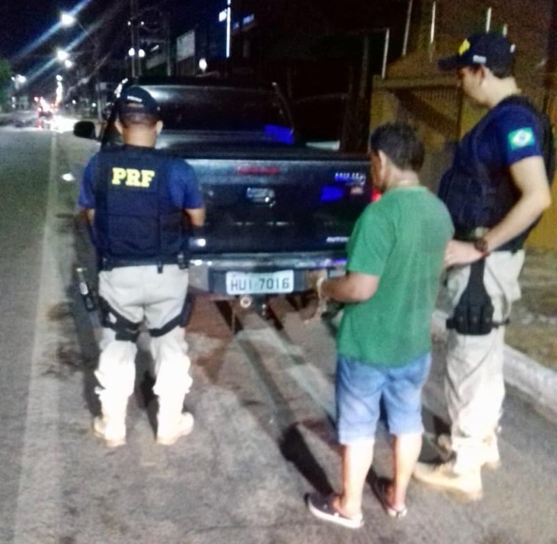 PRF prende motorista embriagado dirigindo Hilux roubada na BR-343
