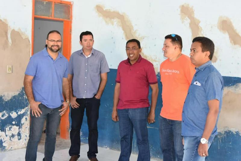 Prefeito Joel Rodrigues visita obras em escolas municipais de Floriano