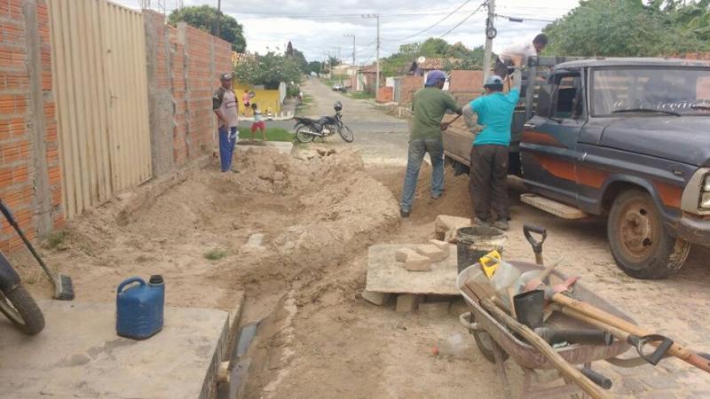 Ações de reparo das vias públicas acontecem diariamente em Floriano
