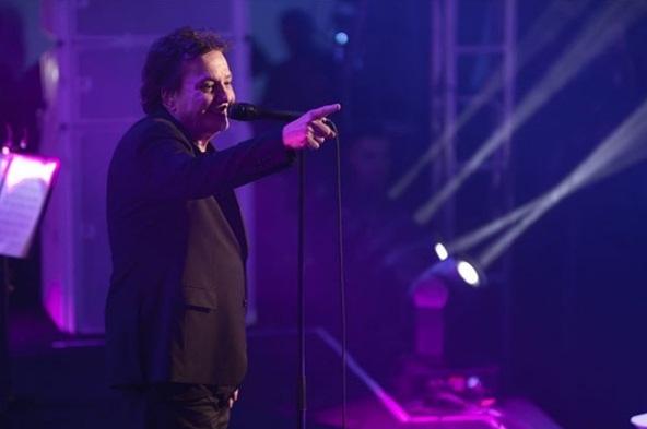 Vídeo registra pancadaria em show de Fábio Jr e cantor não interrompe música
