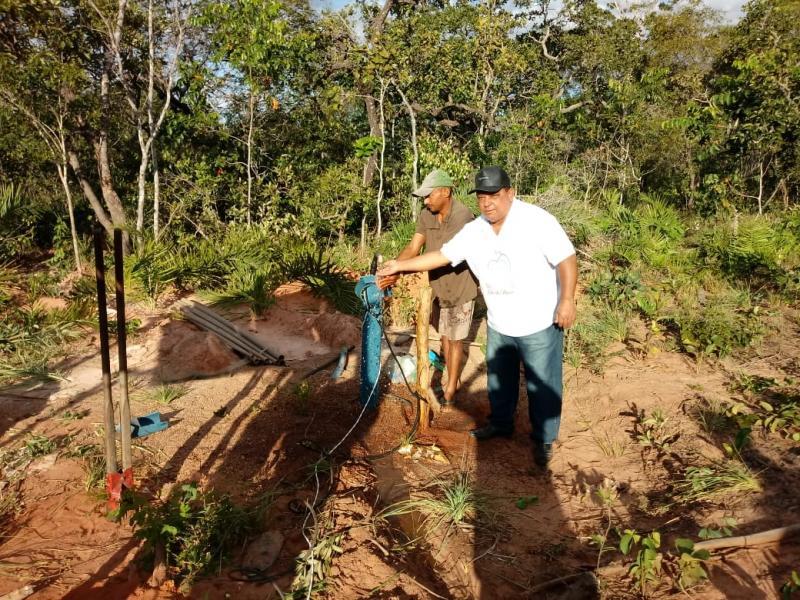 Prefeito acompanha instalação do sistema de água da localidade Fortaleza