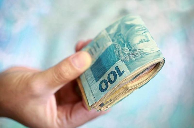Governo volta atrás e salário mínimo deve ficar abaixo de R$ 1 mil em 2019
