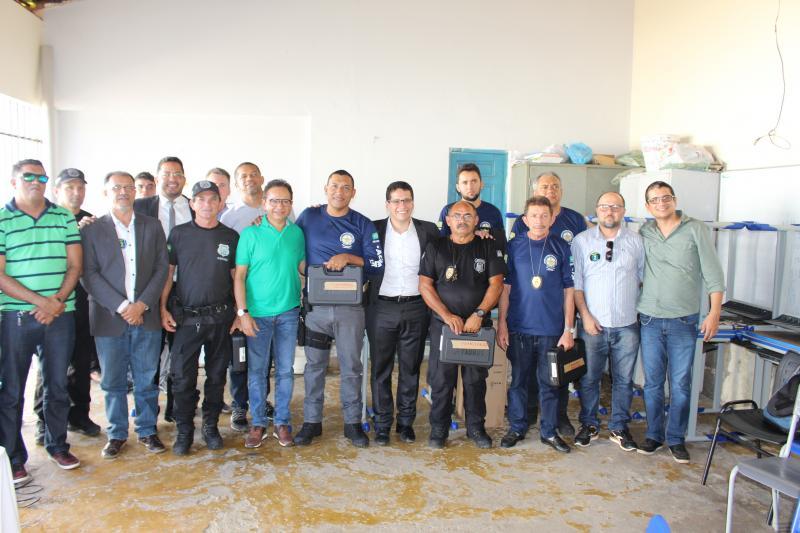 Agentes penitenciários de Oeiras recebem armamentos e munições