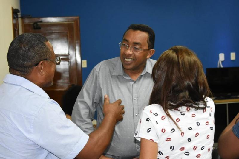 Prefeito Joel se reúne com comissão de vendedores ambulantes de Floriano