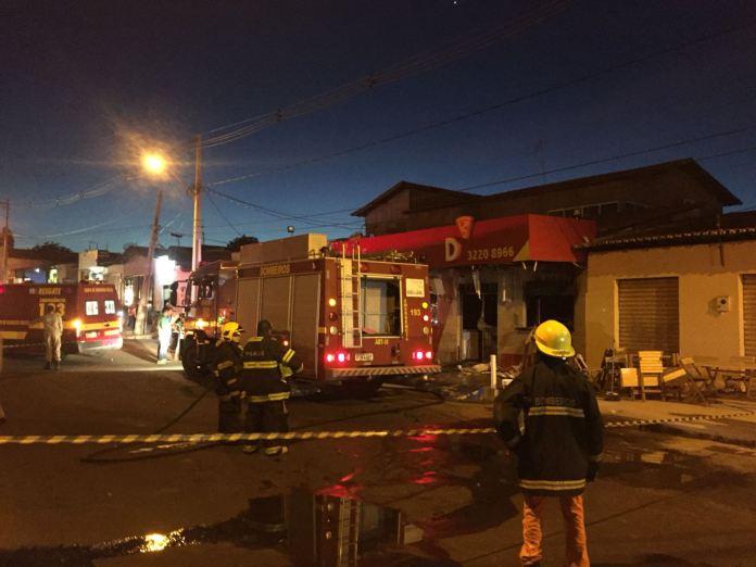 Incêndio atinge pizzaria na zona sul de Teresina