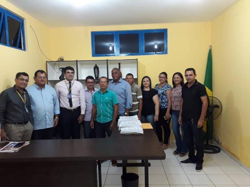 Prefeito de Pedro Laurentino, Léo Leite, recebeu em seu gabinete gerente BB de São João do PI