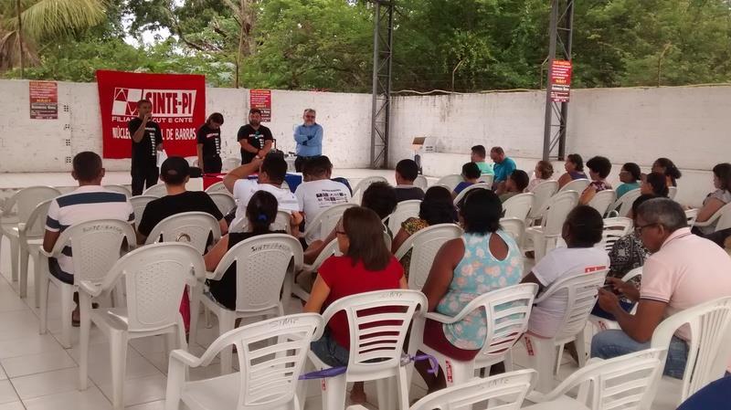 Professores deflagram greve por tempo indeterminado no Piauí