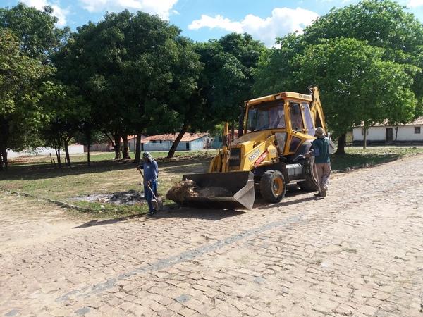 Trabalho de limpeza de ruas em Guadalupe segue em ritmo acelerado
