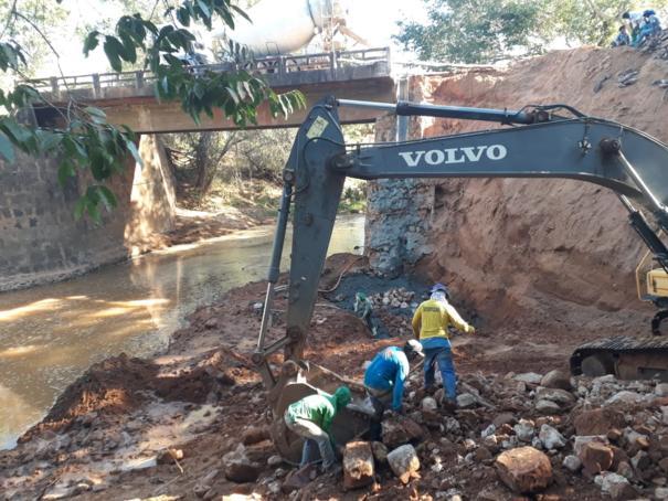 Começam os trabalhos de recuperação da alça da ponte sob o rio Talhada em Oeiras