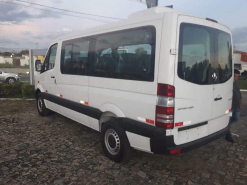 Secretaria de Saúde de Madeiro recebe Van para transporte eletivo de pacientes