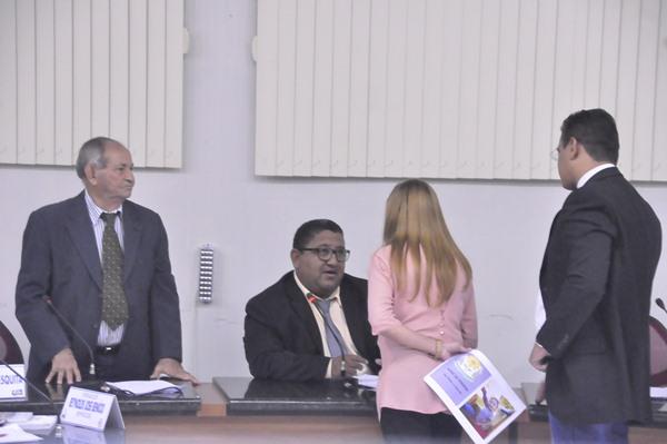 Presidente da APAE de Piripiri apresenta trabalho da instituição e pede apoio na Câmara