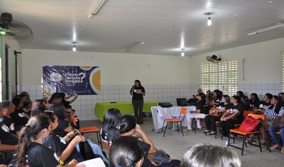 Professores de Prata participam de encontro para debater a Nova Base Nacional Comum Curricular