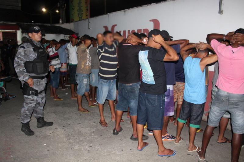 PM interdita casa de show e prende suspeitos de tráfico em Teresina