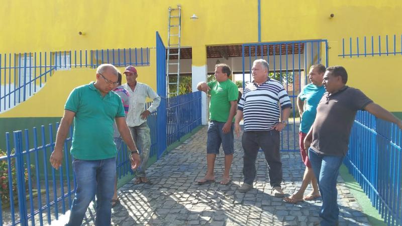 Prefeito Dr. Alcione visita obras que estão em andamento no município